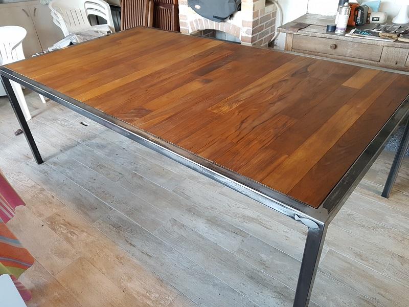 Table acier et teck ile de ré